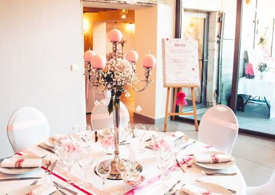 organisation-mariage-salle-decoration-table-lustre-poppins-evenements