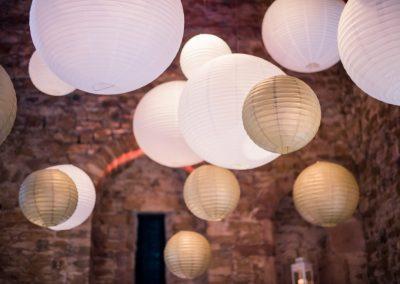 organisation-salon-du-mariage-et-de-levenement-decoration-plafond-lanternes-rhone-alpes-poppins-evenements
