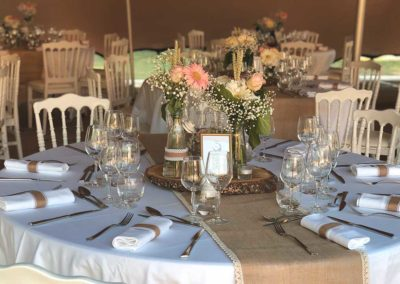 organisation-mariage-centre-table-fleurs-domaine-cedres-poppins-evenements